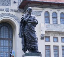 statuia poetului ovidius