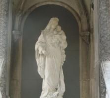 statuia sfanta maria